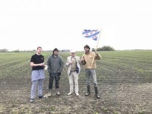 Op de foto vlnr Biobakker Cor (Bakkerij van Esch) Pyt Sipma (biologische boer), Cees Nooteboom (biologische molenaar) Jetze van Vliet (LekkereTrek)